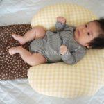 赤ちゃんが寝ない!背中スイッチ発動!※そんな悩みには授乳クッションに寝かせる方法がいいよ♪