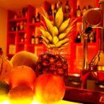 目の前でフルーツを搾って作るカクテルが楽しめる守口市駅前のバー「Fresh Fruit Bar Hua」がオープンしたよ。