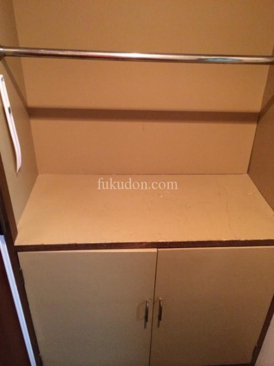 玄関の荷物置きスペースと靴箱