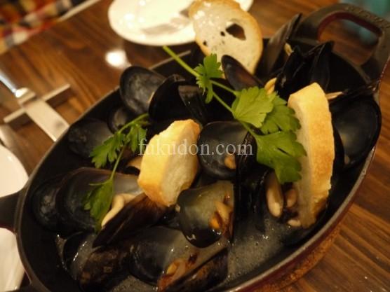 愛知県産ムール貝の白ワイン蒸し